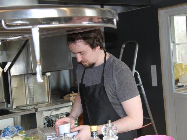 Alexander Röstlund i köket