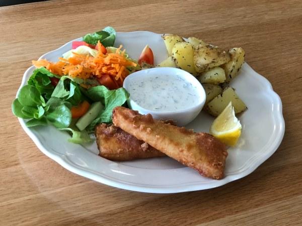 Fisk med potatis och sallad